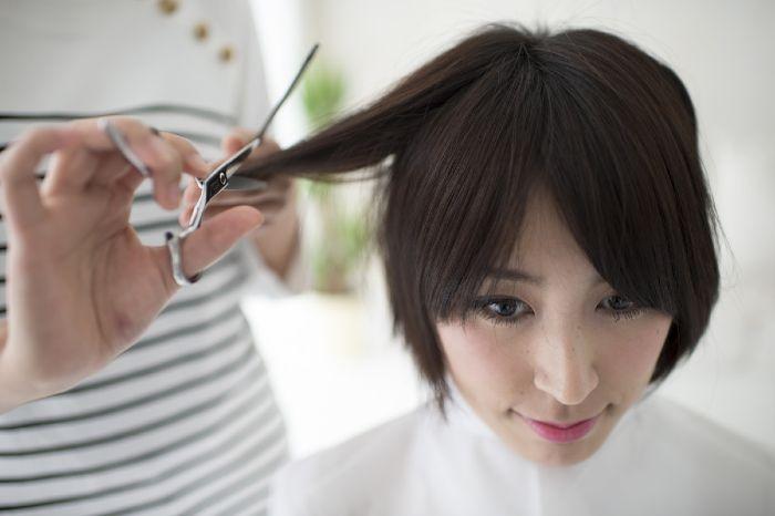 最近、友達が髪の毛を寄付する「ヘアドネーション」\u203bで、ロングからベリーショートになった姿を見て、「ベリーショートってかわいいんだ!」と思ったヘアドレ編集部の
