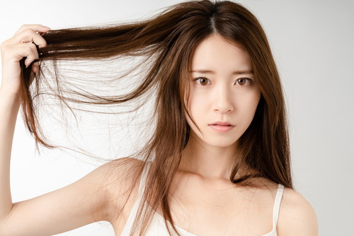 髪に関して悩みのある女性