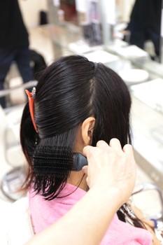 髪が乾いたら細かくブロッキング