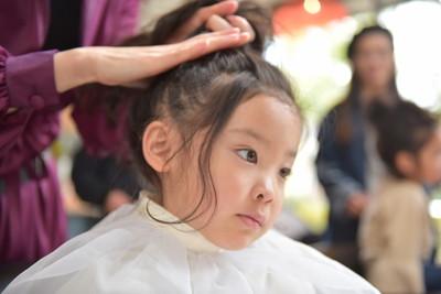 子どもの髪をくくるときに引っ張りすぎないこと