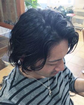 センターパートのヘアスタイル