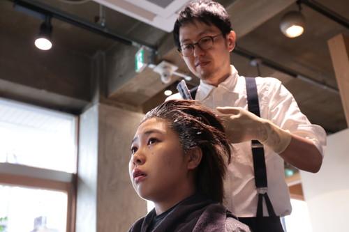 美容師歴20年以上の笠原さんも、一からカラー技術を習得しなおしたそう