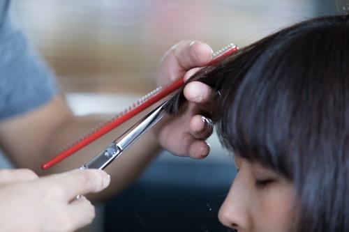 前髪を切るか伸ばすか?それが問題だ