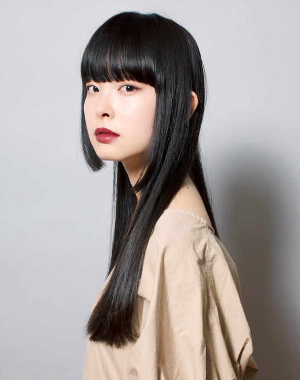 洗練された個性派ロングの髪型・ヘアスタイル